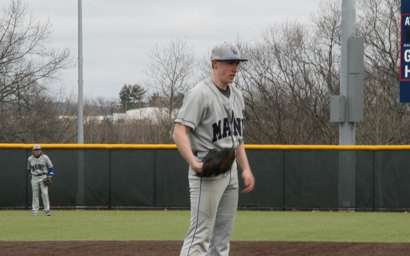 Baseball splits against Newbury