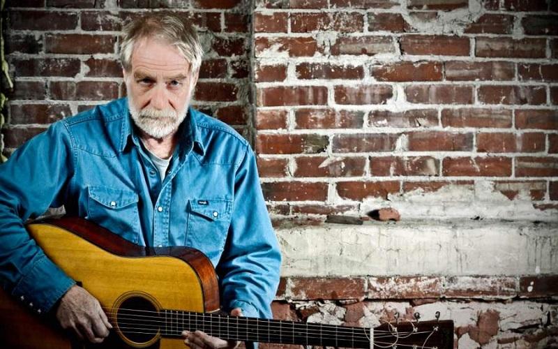 Dave Mallett performs
